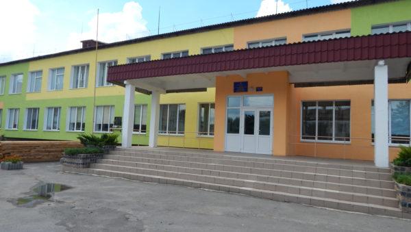 Школи під Луцьком ремонтує «знайома» фірма з кримінальною історією