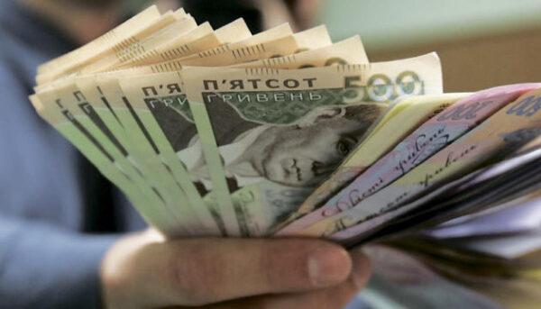 Волинський митник не задекларував майже пів мільйона гривень, які позичив куму-депутату